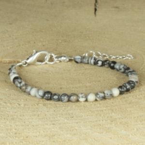 armband met natuursteen kralen zwart-offwhite