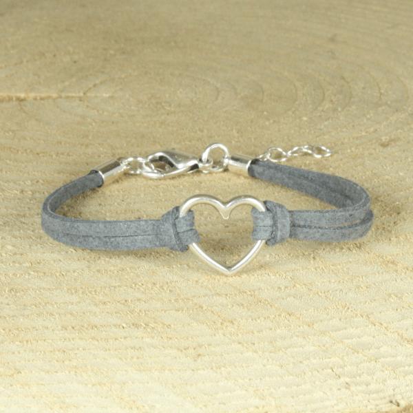 grijs armbandje met hartje